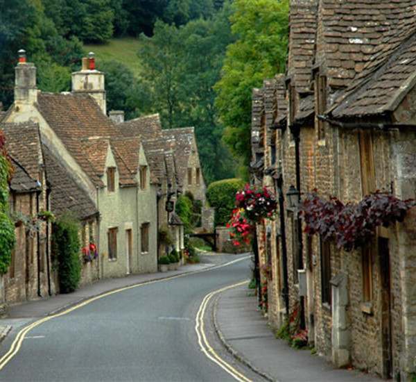 Cool Places In London For Lunch: Bibury London Tours