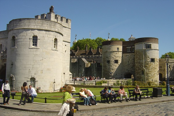 Tower Of London Palace And Fortress London Tours Go Voyager